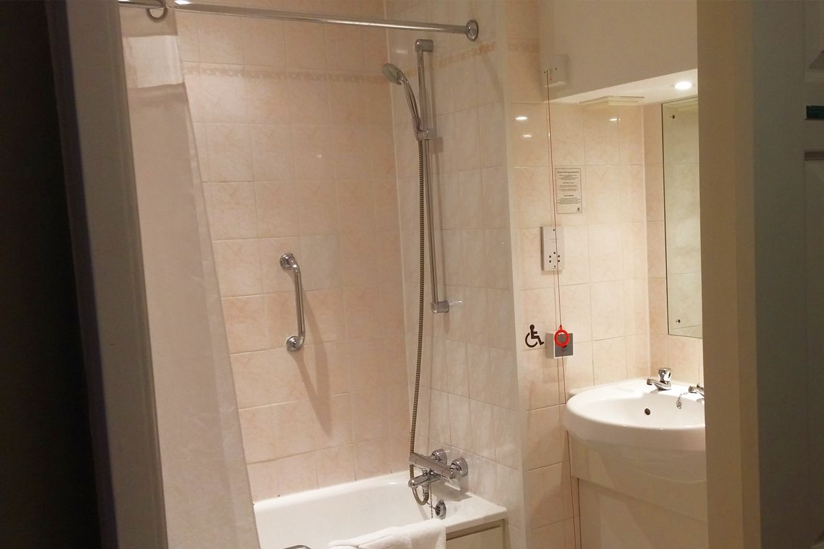 Holiday Inn Milton Keynes east accessible bathroom